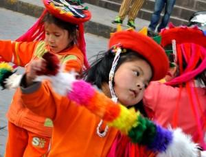 TDM famille Séchet - Cusco - fille danse